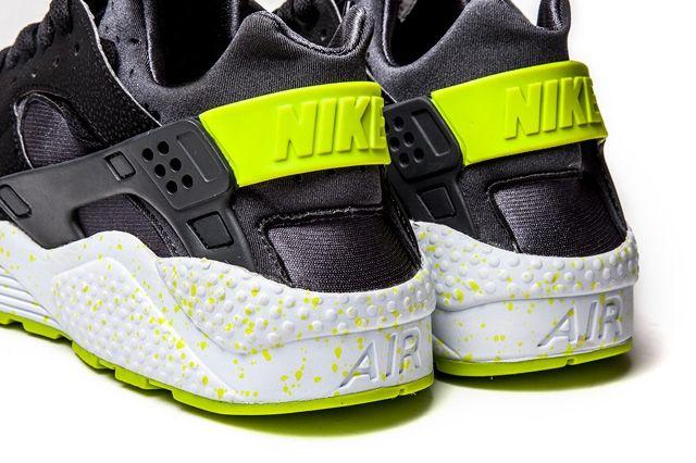 Nike Huarache Black Venom 2