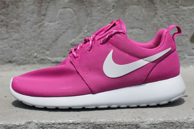 Nike Womens Roshe Run Rave Pink 01 1