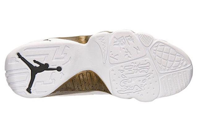 Air Jordan 9 Statue