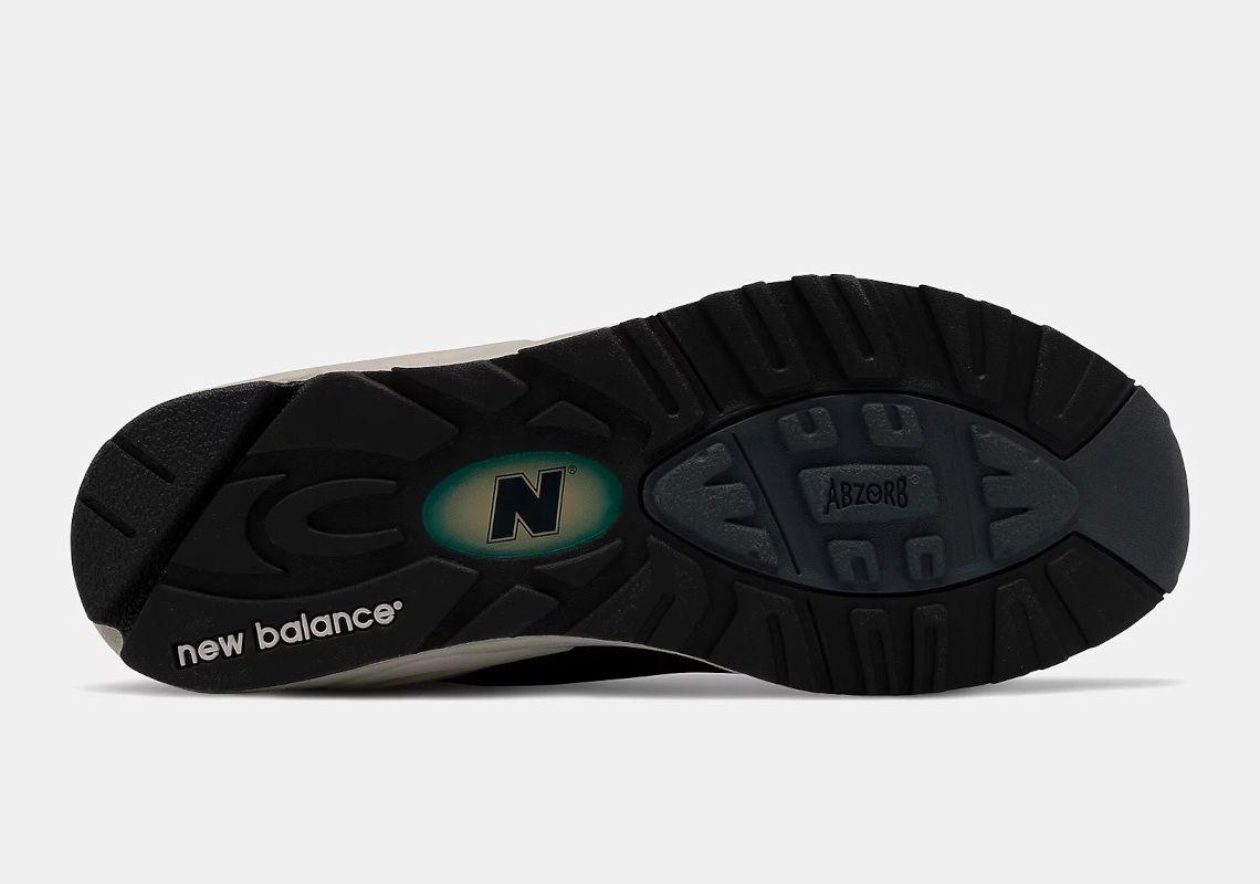 New Balance 990v2
