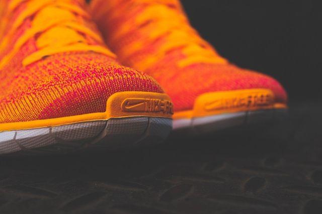 Nike Wmns Free Flyknit Chukka Atomic Mango 5