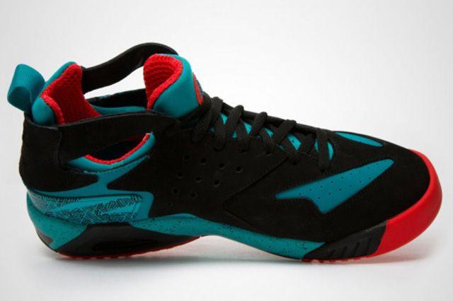 Nike Air Tech Challenge Huarache Turbo Green Light Crimson 1
