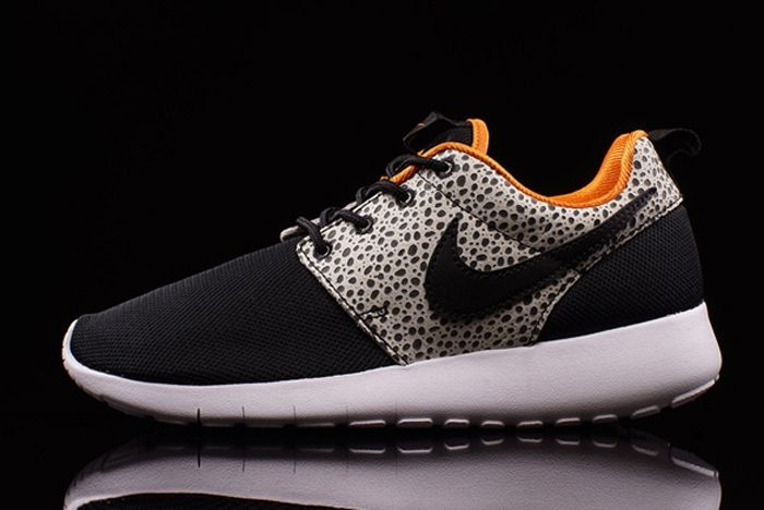 Nike Roshe One Safari 02