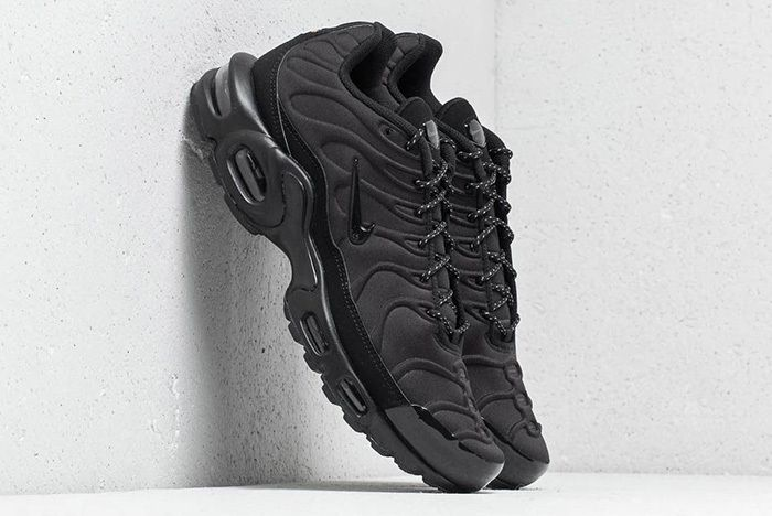 Nike Air Max Plus Se Triple Black Midnight Navy 1