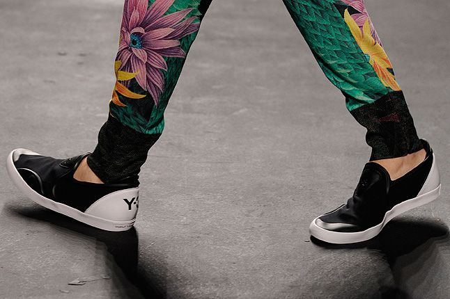Y3 Black White Ankle Y3 Logo Catwalk 1