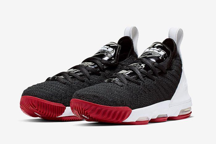 Nike Le Bron 16 Gs Bred Quarter