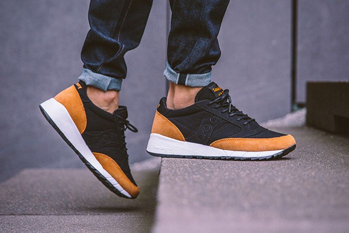 Saucony Jazz 91 Black Yellow On Feet 1