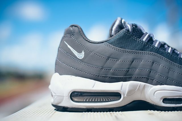 Nike Air Max 95 Dark Grey Wolf Grey 1