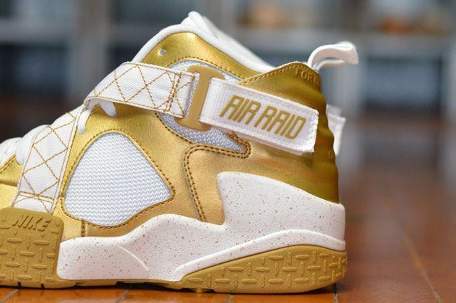 Nike Air Raid Gold Bump 1