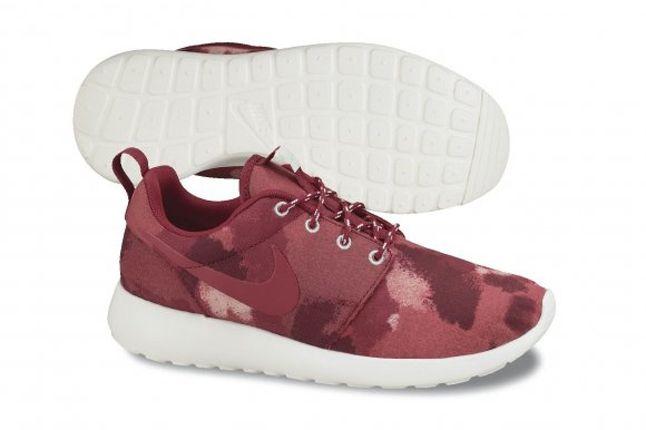 Nike Roshe Run Camo Burgundy Red Profile 1