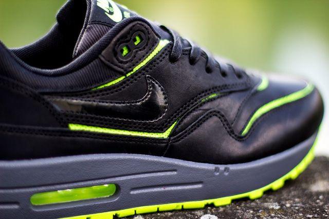 Nike Wmns Air Max 1 Cut Out Black Volt 2
