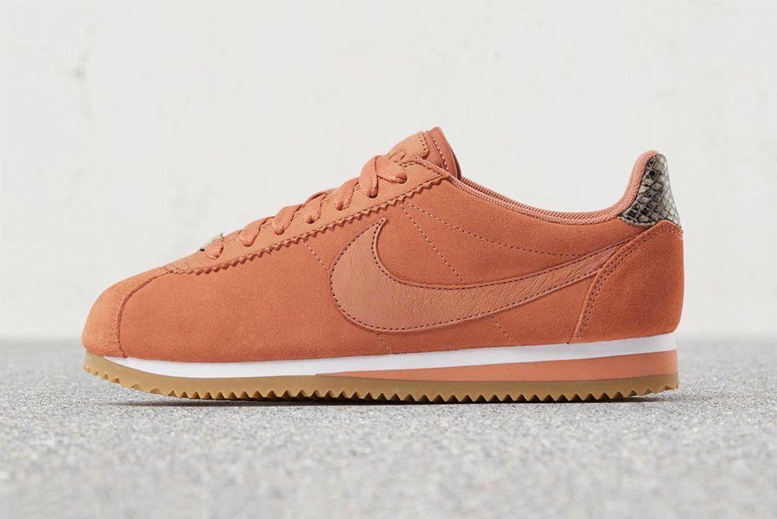 A L C X Nike Cortez 34