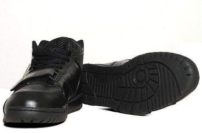 Black Air Trainer 1 1