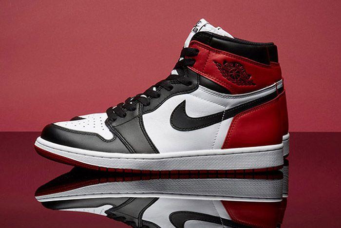 Air Jordan 1 Black Toe Thumb