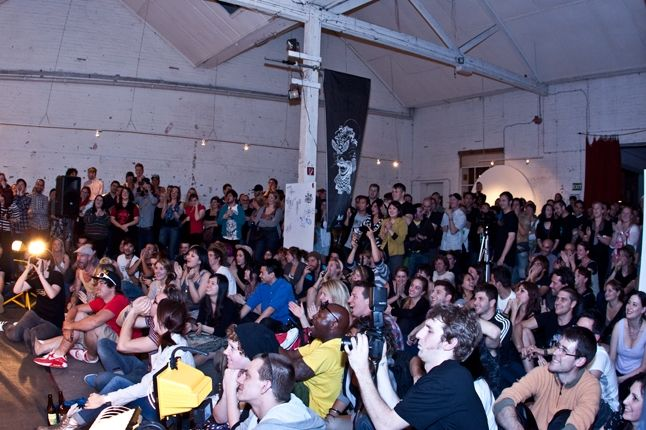 Crowd 2 6