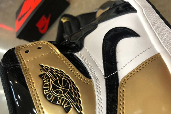 Nike Air Jordan 1 Gold Toe Factory Fault 3
