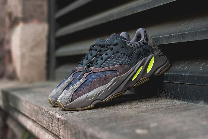 Yeezy 700 Mauve Cloe Up 2