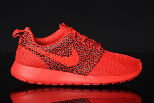 Nike Roshrerun Challenegered Safari Profile 1