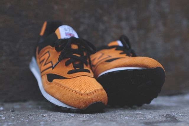 New Balance M577 Orange Black 1