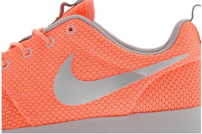 Nike Roshe Run Atomic Pink Metallic Silver 2 1