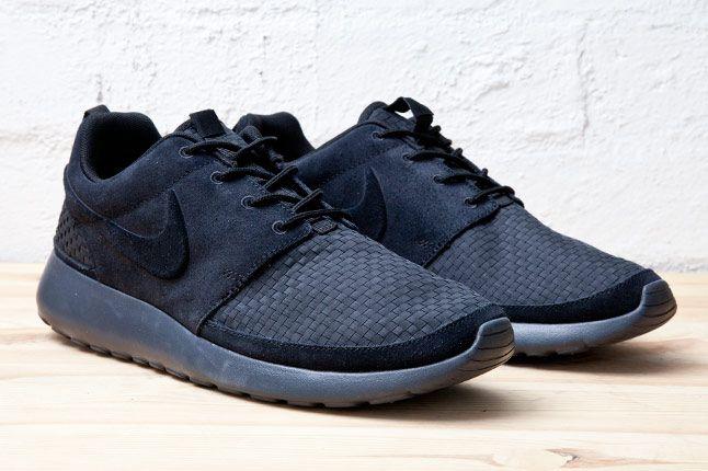 Nike Roshe Run Woven Blk Pair 1