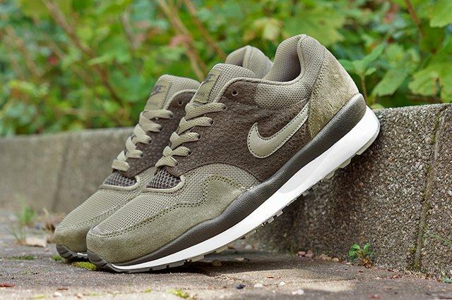 Nike Air Safari Bamboo Dark Dune 1