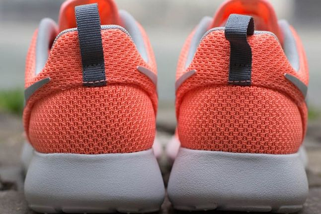 Nike Roshe Run Atmcpnk Mtllcsilv Heel Detail 1