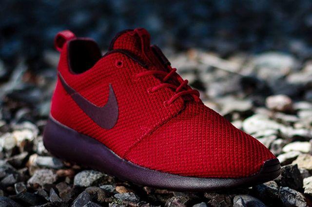 Nike Roshe Run Gym Red Deep Burgundy 1