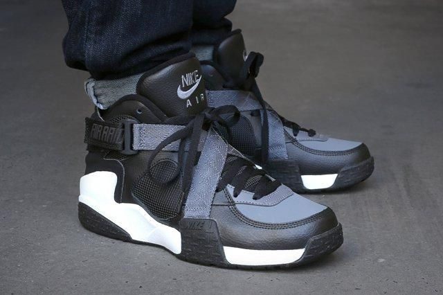 Nike Air Raid Black Flint Grey White Bump