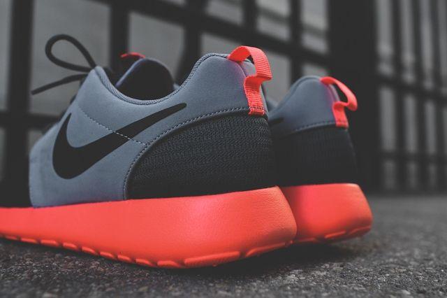 Nike Roshe Run Magnet Grey Mango 2