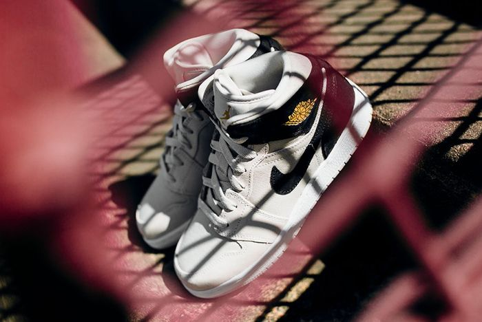 Air Jordan 1 Mid Bg Light Bone Metallic Gold