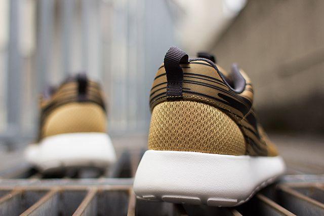 Nike Roshe Run Hyperfuse Gold Black 1
