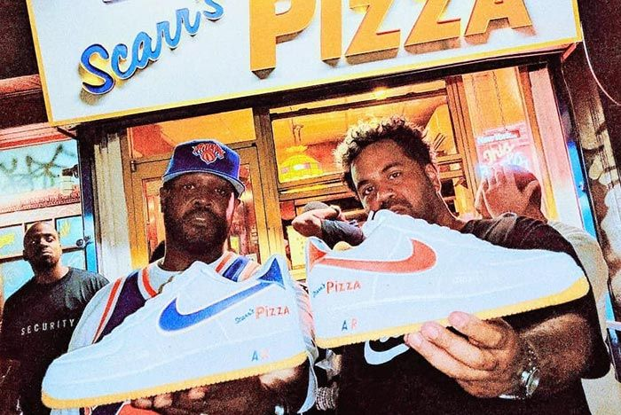 Nike Air Force 1 Scarrs Pizza Nyc Friends Family In Hand