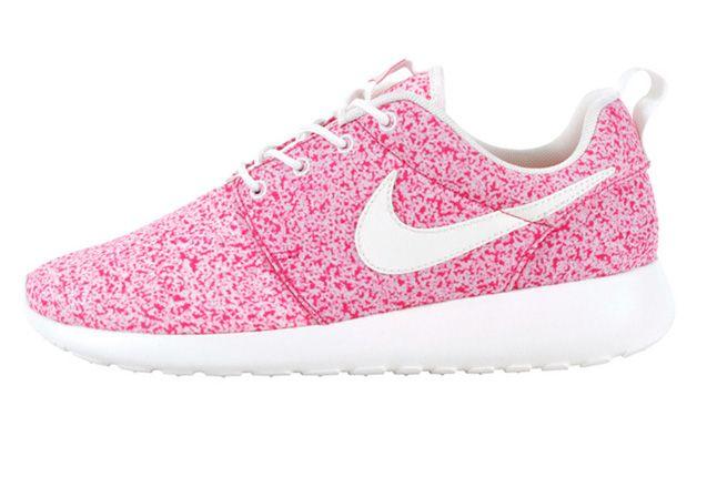 Nike Roshe Run Speckle Pink Profile 1