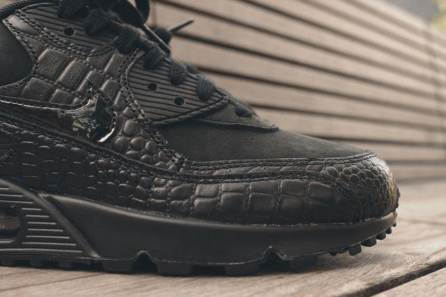 Nike Wmns Air Max 90 Triple Black Croc 6