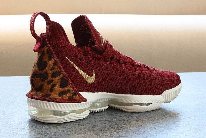 Nike Lebron 16 King 3