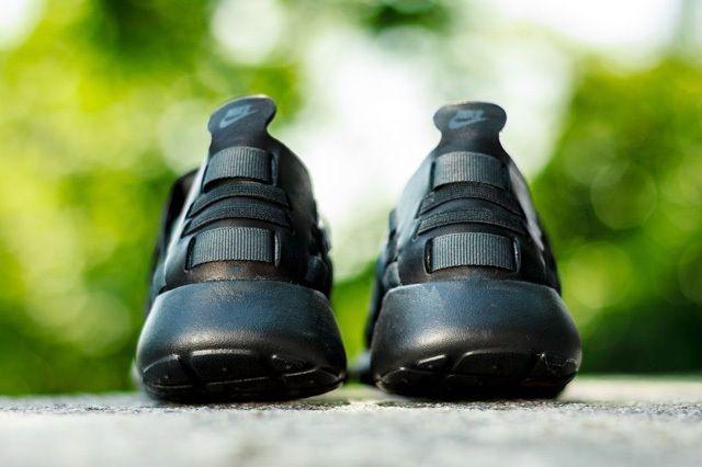 Nike Wmns Rosherun Woven Triple Black 2