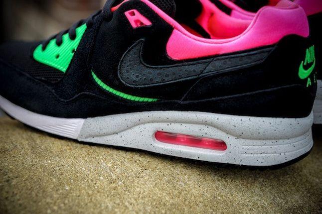 Nike Size Urban Safari Am Light Blk Midfoot Detail 1