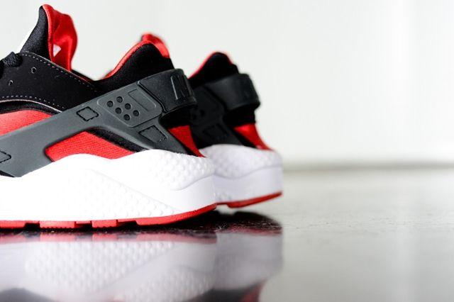 Nike Huarache Black Uni Red Bumper 3