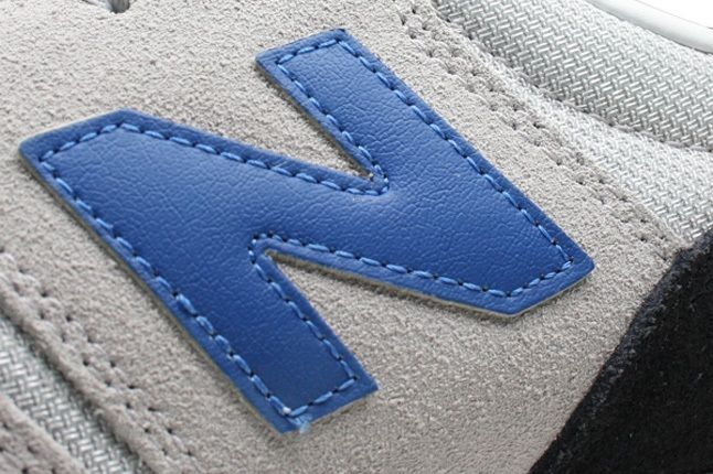 New Balance 620 Grey Logo 1