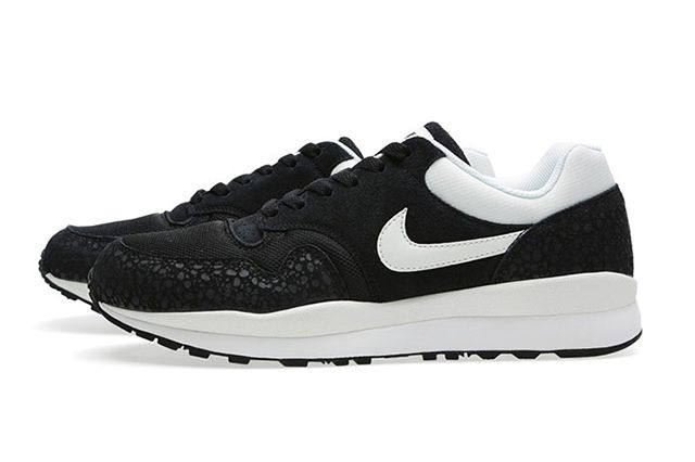 Nike Air Safari Black Sail 2