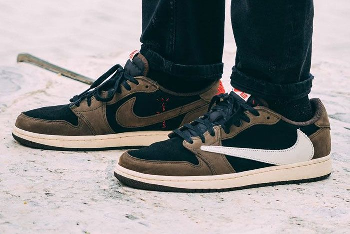 Travis Scott Air Jordan 1 Low Left