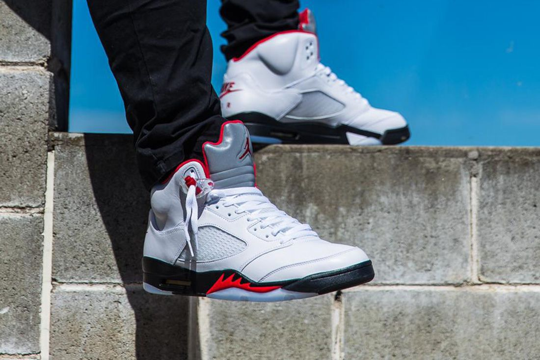 Subvención silbar Firmar  The Air Jordan 5 'Fire Red' is Flames for the Whole Fam - Sneaker Freaker
