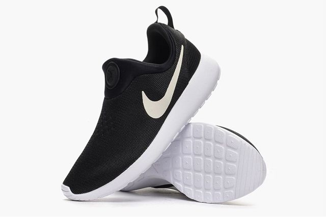 Nike Roshe Run Slip On Black White 3