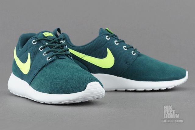 Nike Roshe Run Dark Sea Volt Angle