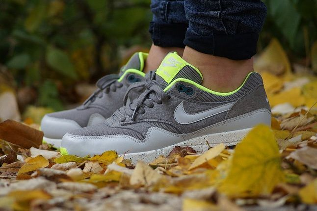 Nike Am1 Wmns Fall Overkill Delivery 1