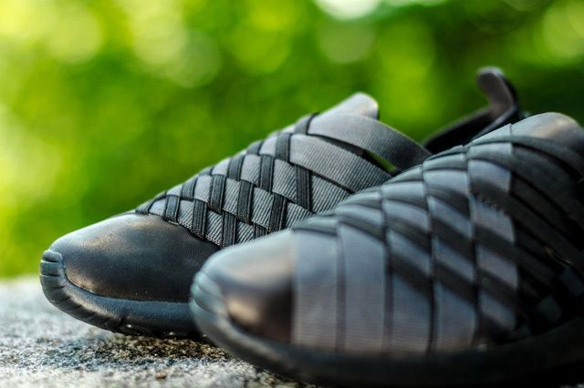 Nike Wmns Rosherun Woven Triple Black 3