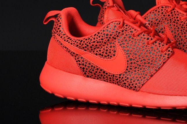 Nike Roshrerun Challenegered Safari Midfoot Detail 1