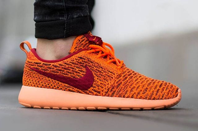 Nike Wmns Roshe One Flyknit Total Orange Gym Red Sunset Glow 2