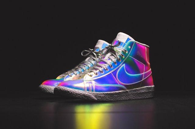 Nike Wmns Blazer Mid Irisdescent Bump 5